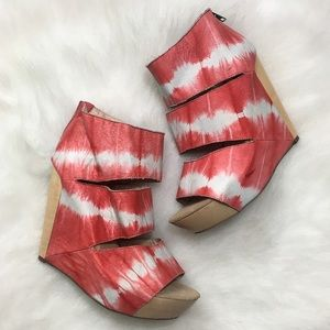 Messes New York Coral Tie Dye Coraline, Size 8.5